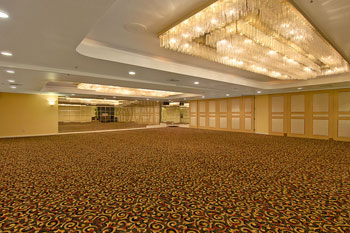 Ramada Plaza Hotel Anaheim Garden Grove CA Details of Rooms